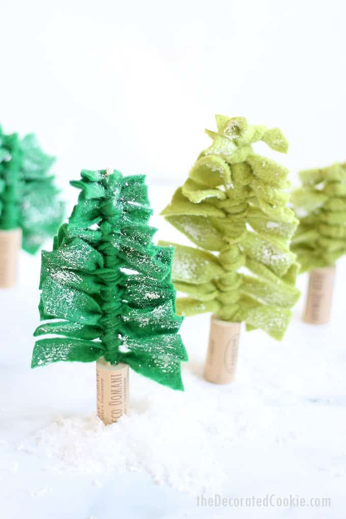 This felt Christmas tree centerpiece is an easy-to-make DIY holiday decoration. Create a forest of Christmas trees for your holiday table, or decorate your fireplace mantle or shelves. You can even use them individually as gift toppers. #Christmasdecoration #Christmascrafts #easychristmascraft #christmastree
