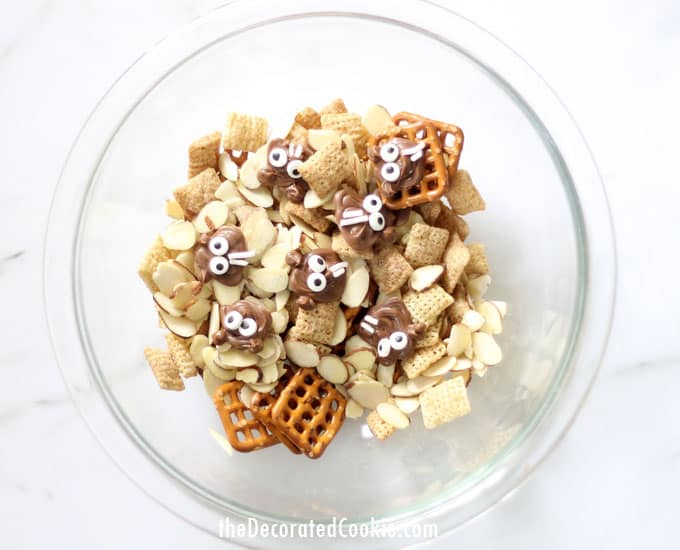 This groundhog day snack mix is a cute and fun food idea to give and eat as you wait to see if the groundhog sees his shadow. Great classroom treat idea!