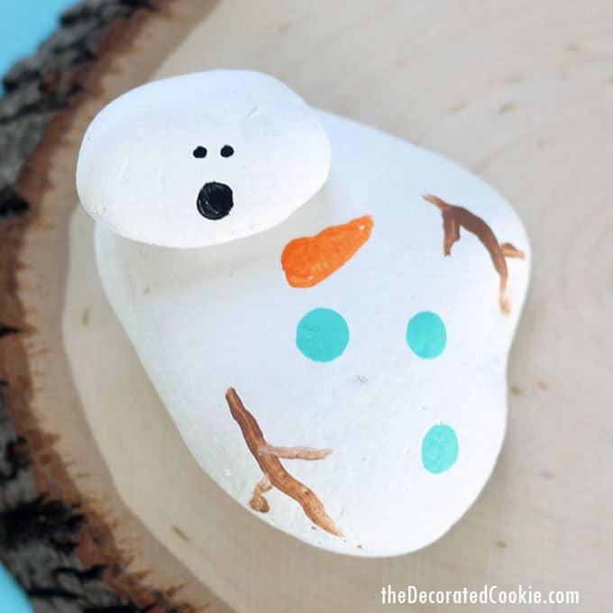 How to paint rocks: Melting snowman painted rocks, a fun craft for kids and adults for winter and Christmas #rockpainting #paintedrocks #meltingsnowman #christmascrafts #kids #wintercrafts