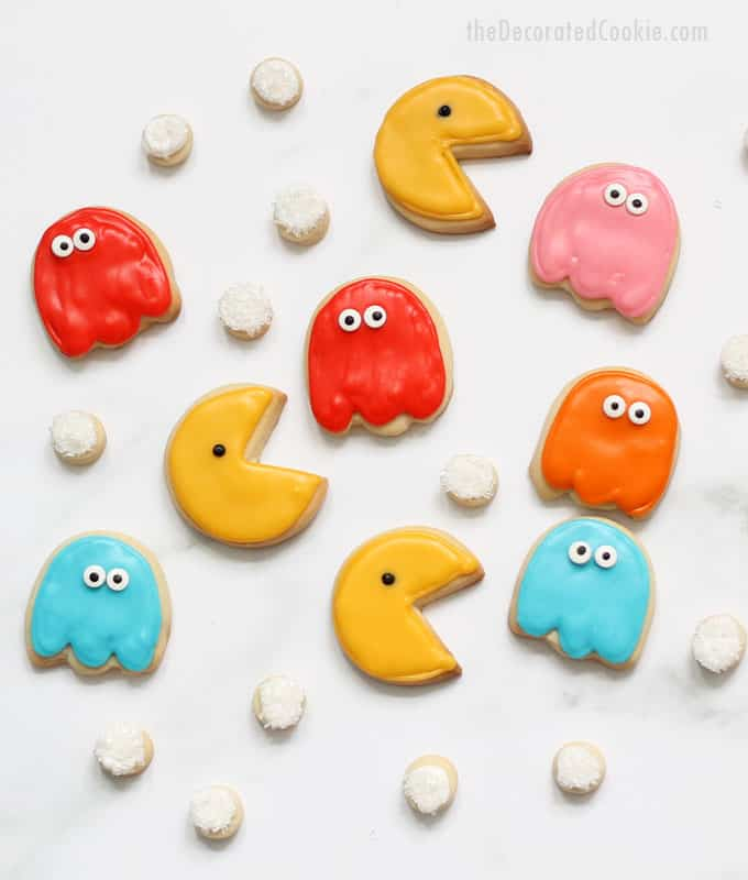 How to decorate Pac Man cookies... Fun food idea for your 1980s party. '80s video game cookies #pacman #cookies #80s