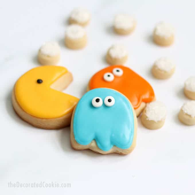 How to decorate Pac-Man cookies... Fun food idea for your 1980s party. '80s video game cookies