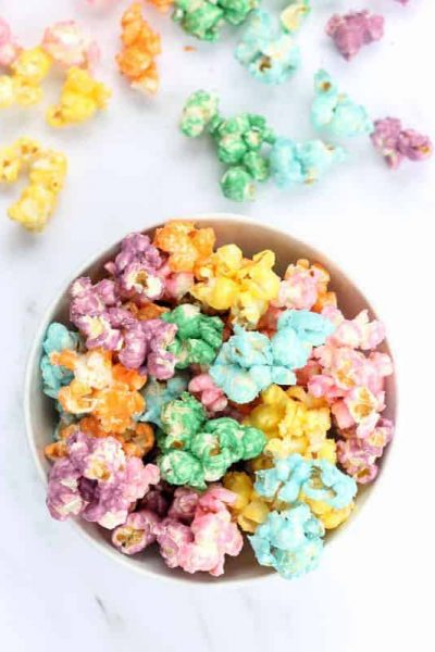 This colorful, candy rainbow popcorn is perfect for a rainbow or unicorn party. Colored popcorn recipe, awesome unicorn food. Video recipe included.