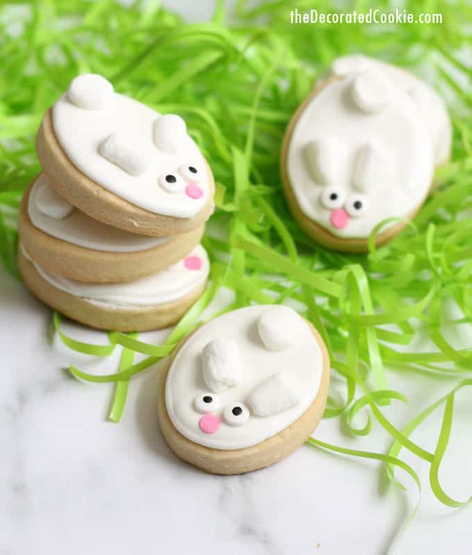 How to make easy bunny decorated cookies for Easter, no special cookie cutter required! Video how-tos included. Great Easter cookie idea for beginners! #EasterCookies #EasterBunny #CookieDecorating #EasyCookieDecorating #BunnyCookies
