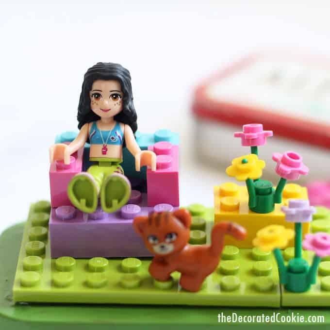 Altoids tin LEGO kit, a cute DIY toy for kids. Great for travel or party favors. #Lego #AltoidsTin #kids #toys