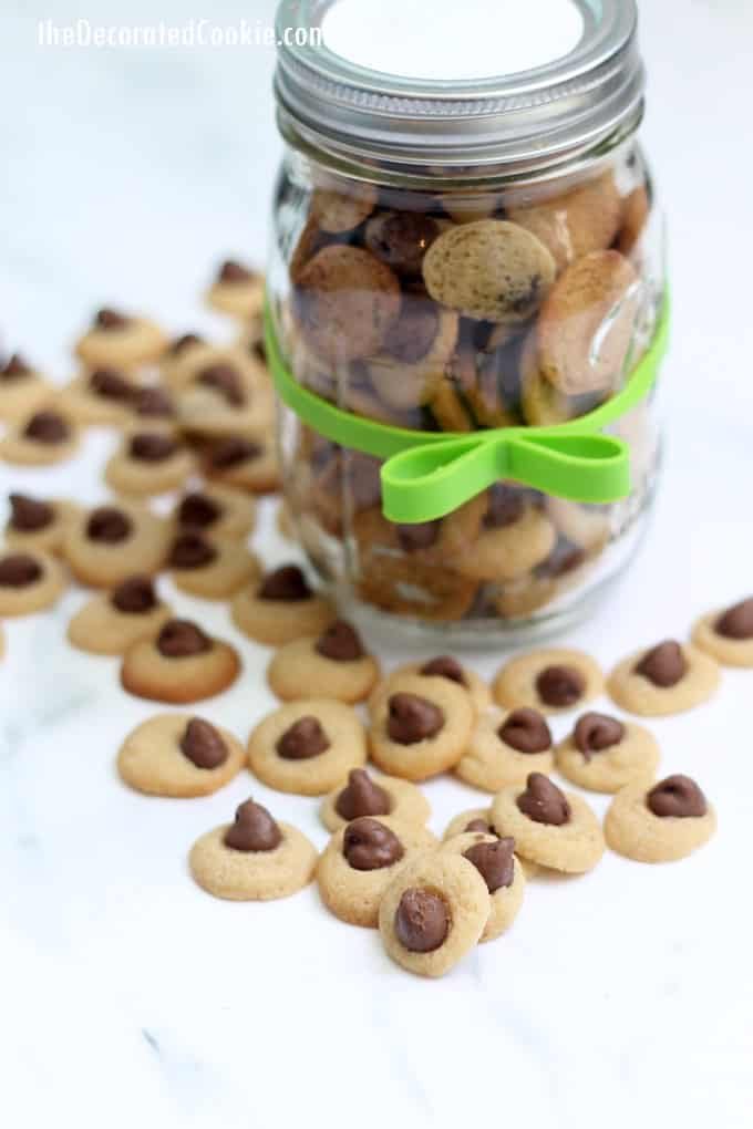 Mini chocolate chip cookies packaged in mason jars are a cute homemade gift idea. These cookies are teeny, tiny, bite-size chocolate chip cookies. #chocolateChipCookies #recipe #minicookies #masonjar