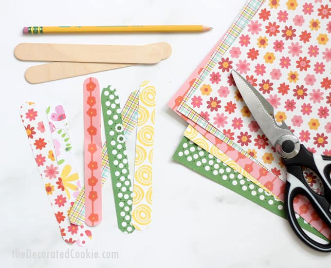 Popsicle stick bracelets, an awesome popsicle stick crafts idea for kids or adults. DIY jewelry you can personalize with decorative paper and Modge Podge. #PopsicleStickCrafts #PopsicleStickBracelets #CraftSticks #KidsCrafts #ModgePodge #DIYJewelry
