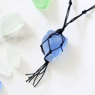 Make your own sea glass jewelry! This video tutorial teaches you how to make a macrame sea glass necklace, a fun beach party craft. #SeaGlassCrafts #SeaGlassJewelry #SeaGlassNecklace #Macrame #MacrameNecklace