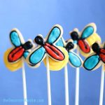 Firefly cookies, or lightning bug cookies, for a fun summer cookie decorating idea. Video tutorial included. #FireflyCookies #Fireflies #LightningBugs #cookiedecorating #SummerCookies