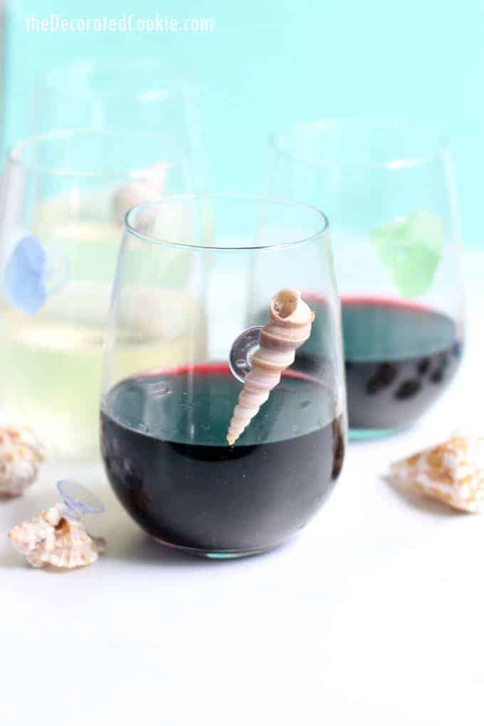 Hosting a summer party or beach party? Make these easy sea shell wine charms your guests are sure to love. A perfect summer craft idea for adults. #SeaShells #ShellCrafts #WineCharms #SummerCrafts #DIY #SeaGlass