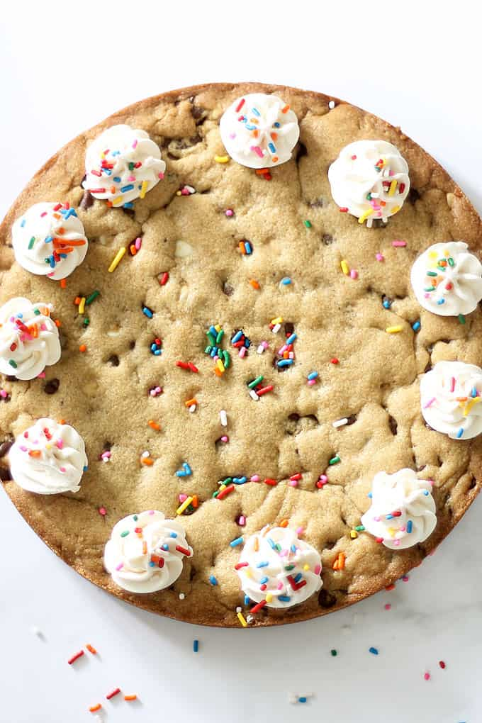 CHOCOLATE CHIP COOKIE CAKE: The best homemade chocolate chip cookie recipe from scratch. This cookie cake is perfect for birthdays.