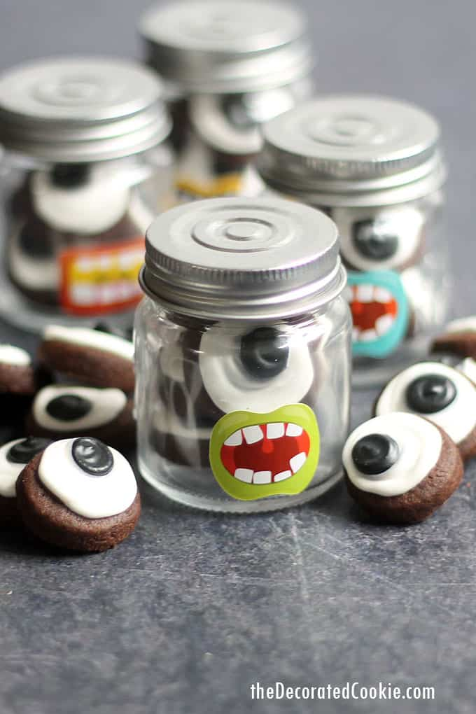 These tiny, bite-size EYEBALL COOKIES are delicious and easy to make with royal icing. Package in little jars for Halloween or monster party favors. #eyeball #halloween #halloweencookies #halloweenparty #monsterparty #masonjars #halloweenfavors