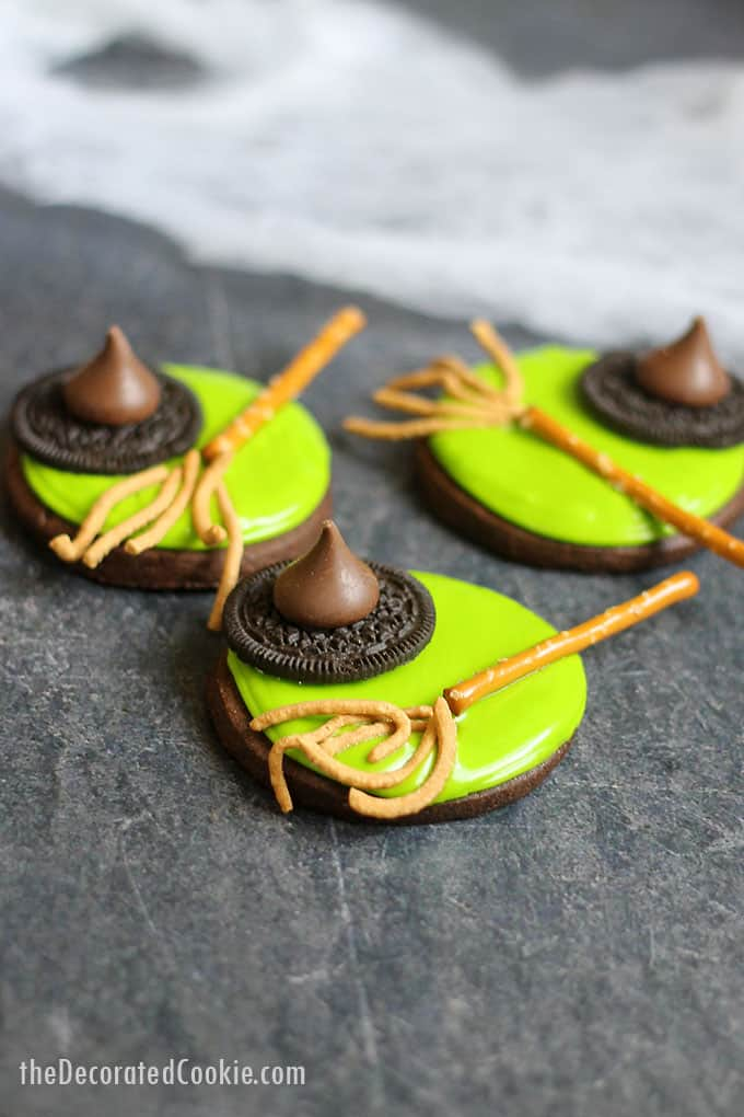 MELTED WITCH COOKIES: an easy Halloween treat idea #meltedwitch #witch #witchcookies, #halloween #halloweenfood #halloweentreats #cookiedecorating #cookies #chocolatecookies #cookiedecorating