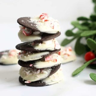 PEPPERMINT BARK COOKIES -- These easy, no-bake Christmas cookies are just like the Williams-Sonoma version, but for a fraction of the cost. #chocolatebark #nobake #christmascookies #peppermintbark