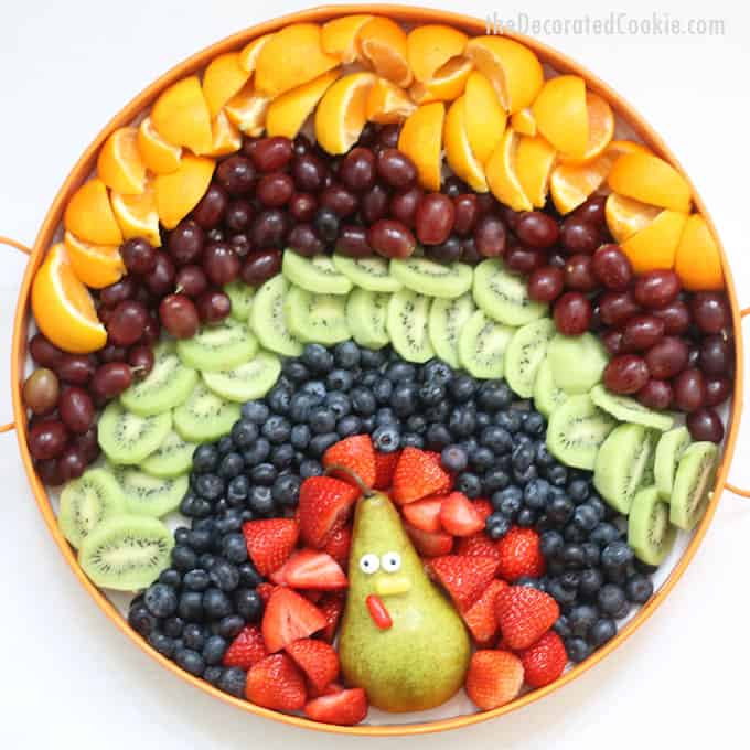 This turkey fruit platter for Thanksgiving is so easy to assemble. It's perfect to serve with Thanksgiving dessert or to bring in to a Thanksgiving classroom party.  #thanksgiving #fruit #platter #appetizer #turkey #kids