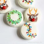 painted Christmas Oreos