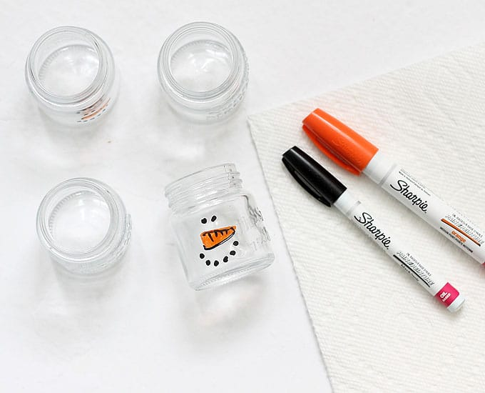 SNOWMAN ICE CREAM IN JARS -- Mini mason jars filled with vanilla ice cream and sprinkles with snowman faces. Adorable winter treat idea. Video.