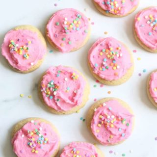 COPYCAT LOFTHOUSE COOKIES-- a soft and chewy sugar cookie recipe topped with bakery-style buttercream frosting. Video recipe included.