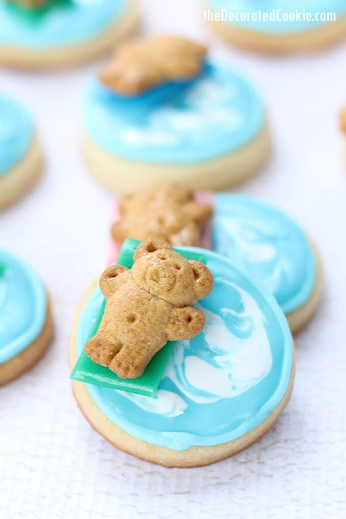 mini pool cookie with Teddy Grahams